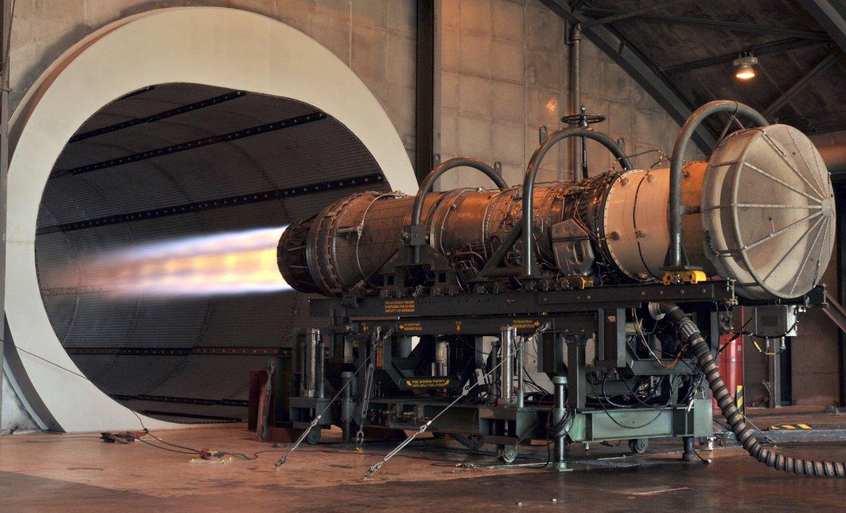 F100_F-15_engine.JPG
