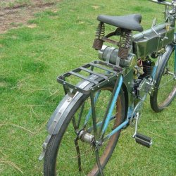 The rear carry rack is similar to the one used on the 1920 Harley, it also works as a rear fender support.
