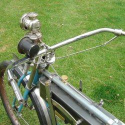 view showing the chain & pulley throttle system used on early Harleys.