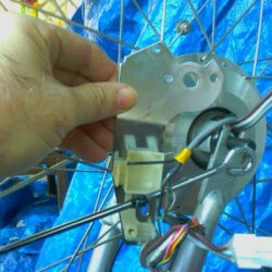 IMAG0391- removing the cable connector and torgue transfer plate from the axel fork assembly
