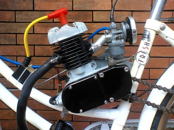 THIS IS MY 50CC ENGINE IN A GOOD CONDITION STILL STOCK MUFFLER BUT HERE IN THE PHIL.WE COULD MODIFY IT IN RACING MUFFLER    VFTS6635 (Small)